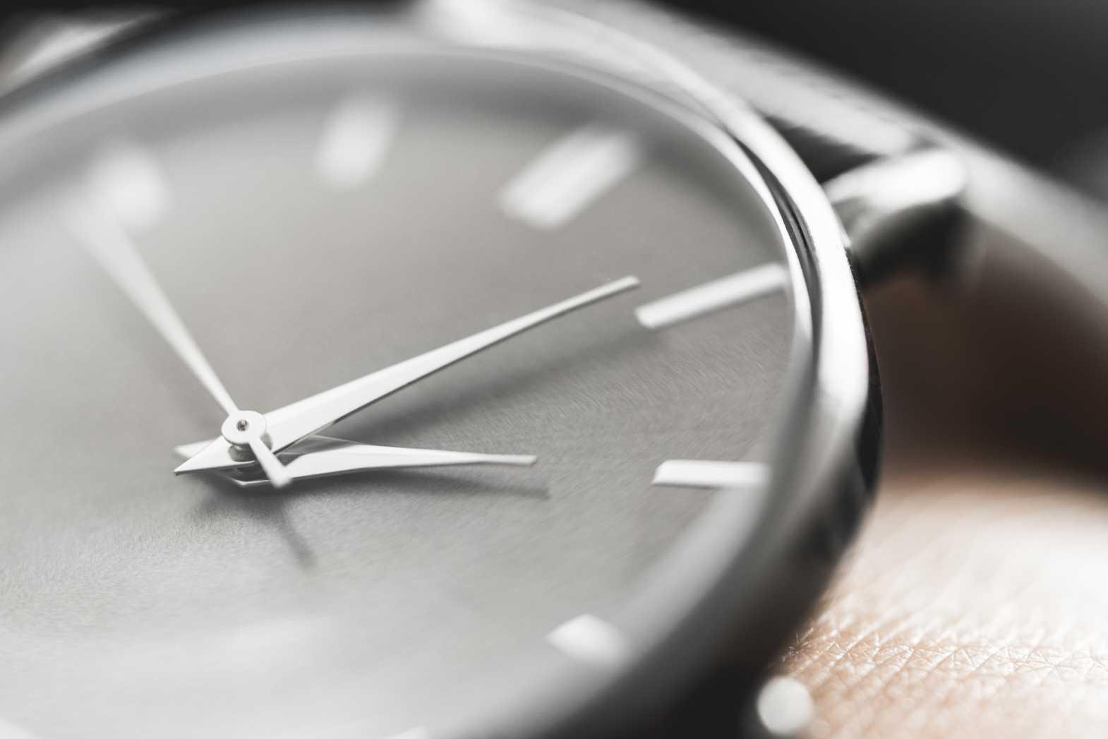 Comment peut-on réduire la durée d'un recrutement ? La montre ici symbolise le temps.